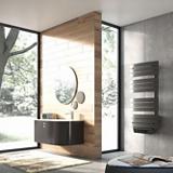 Sèche-serviettes électrique soufflant à lames plates asymétriques